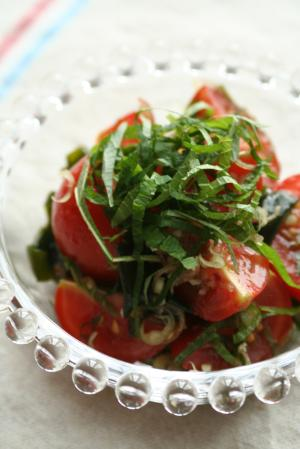 トマトとわかめの香味梅サラダ