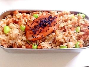 鮭と桜えびと枝豆の混ぜご飯