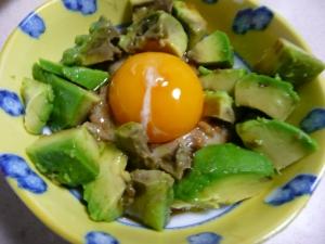 アボカド納豆の黄身和え