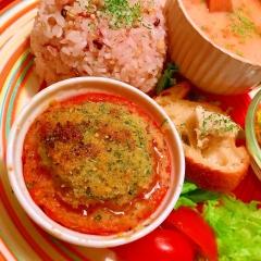 肉詰めトマトの香草パン粉焼き