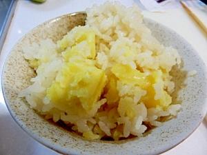 秋の味覚☆ほくほくサツマイモご飯