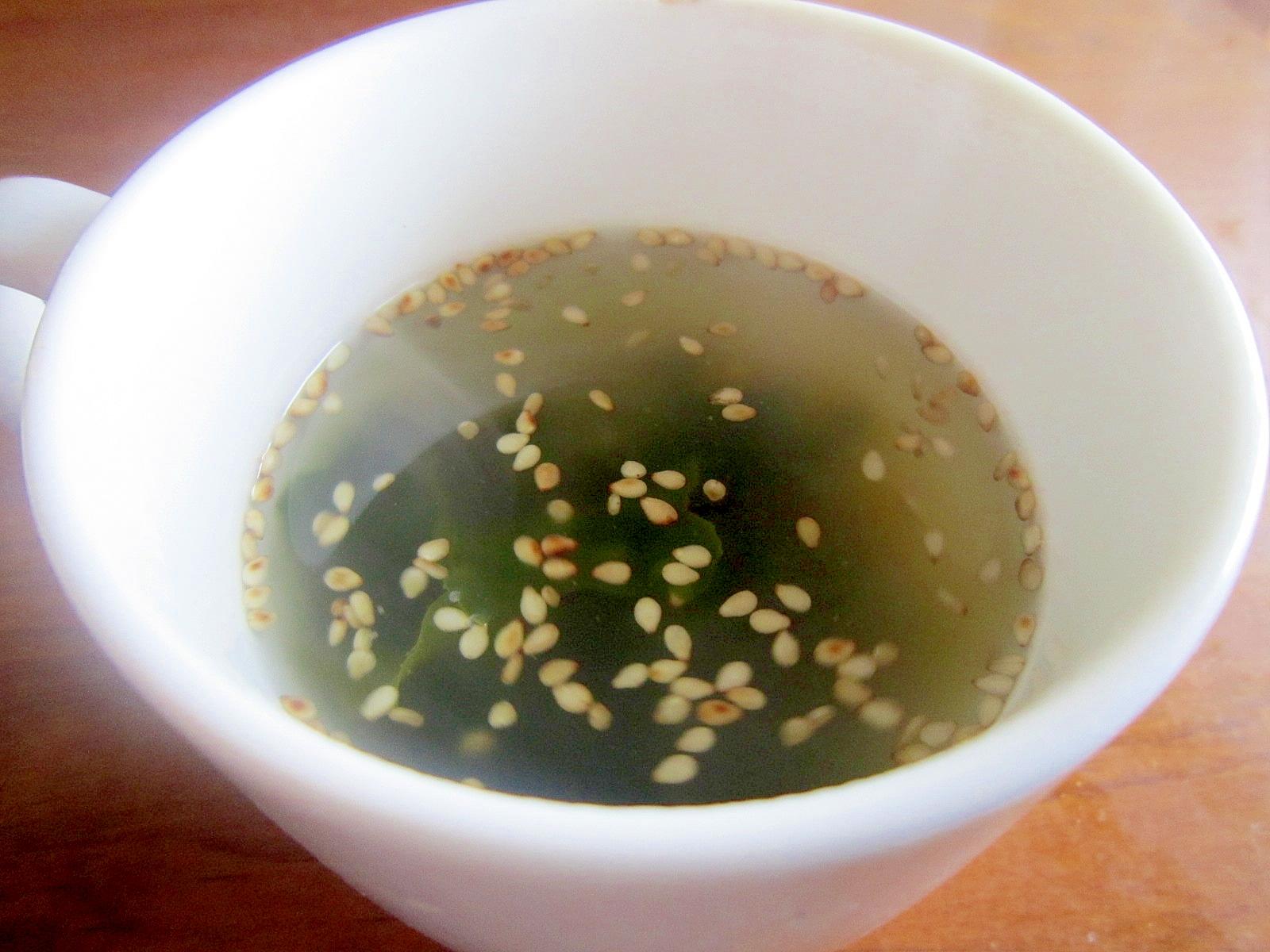 コンソメで作る中華風わかめスープ