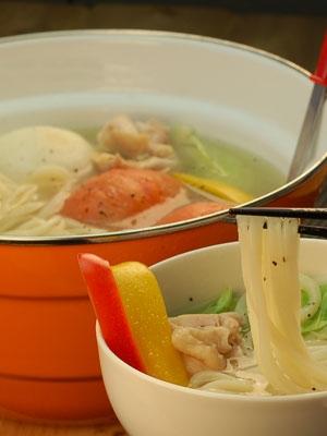 丸ごとトマト使用のさっぱり系塩鍋うどん