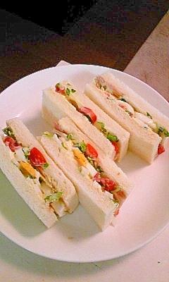 サンドイッチに山椒の葉、春の幸せの香りです。