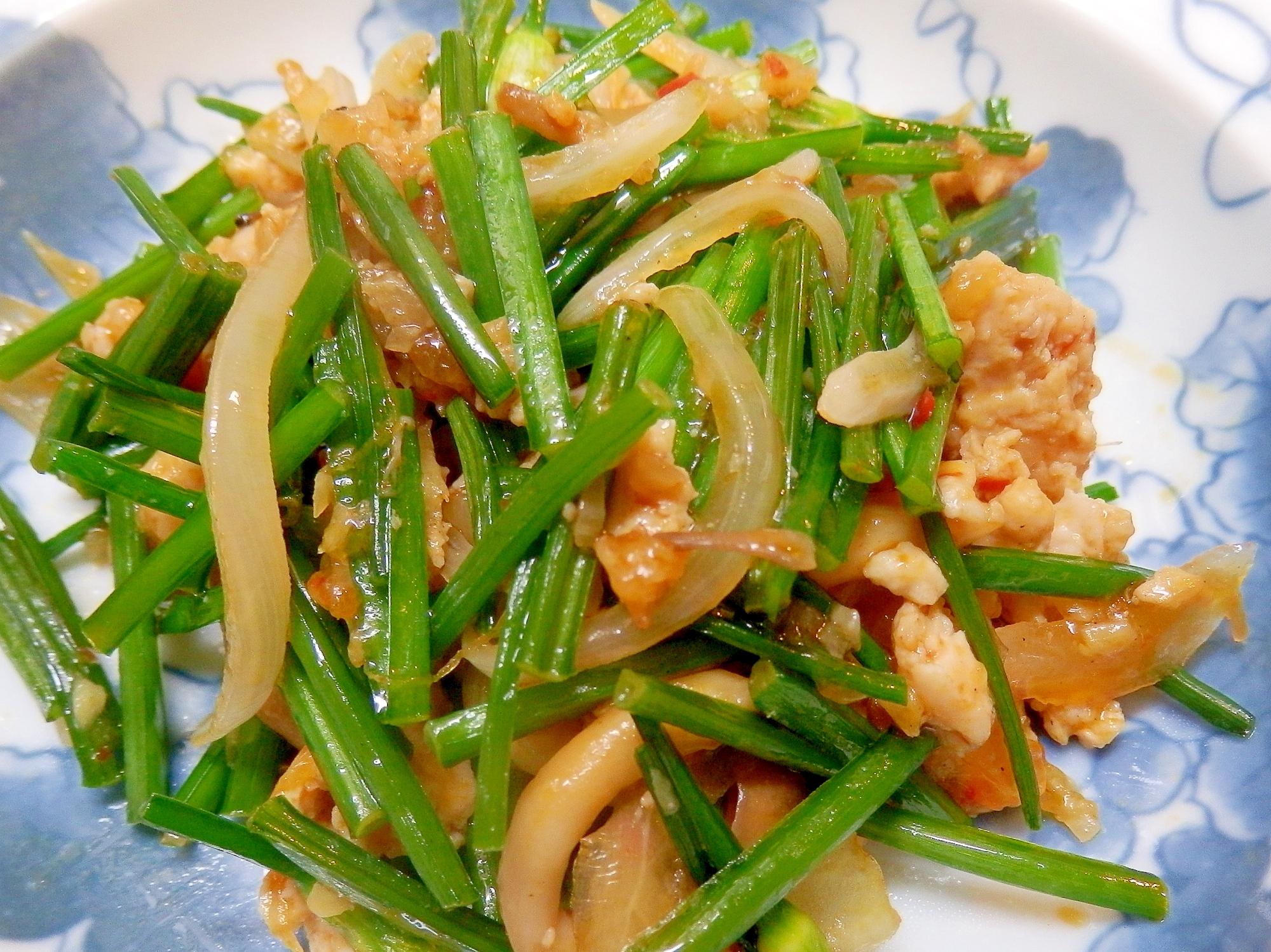 夏バテ対策にニンニクの茎と挽肉のピリ辛炒め
