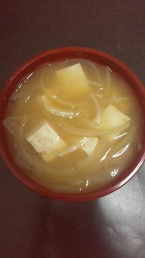 豆腐と玉ねぎのお味噌汁 レシピ...