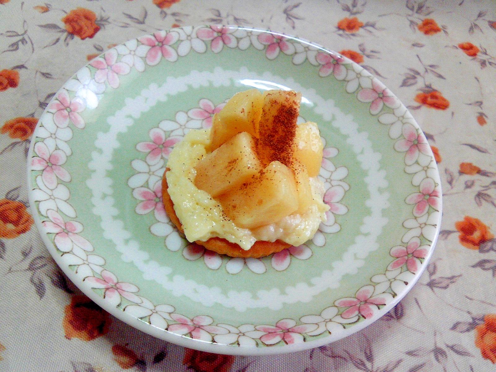カスタードクリームと桃のリッツ♪