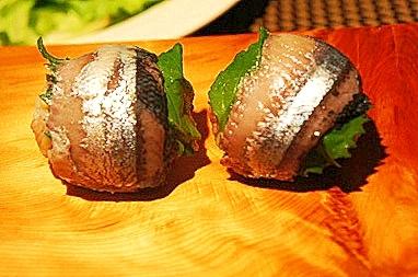 秋の味覚、サンマと大葉の手まり寿司
