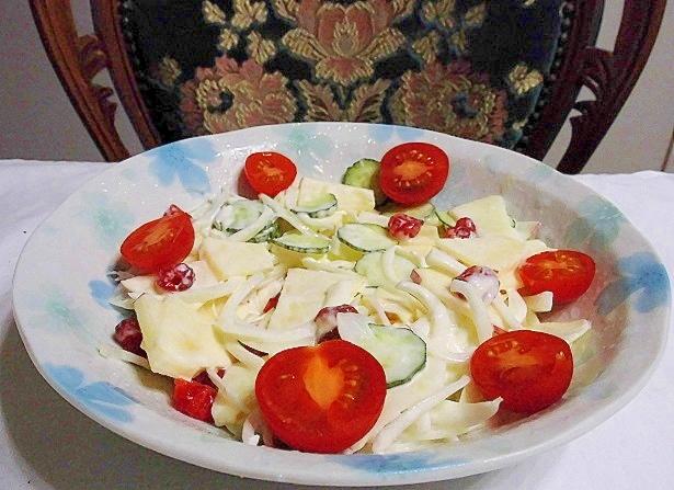 フルーツと野菜のサラダ