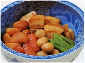 豚角切り肉と野菜の煮物