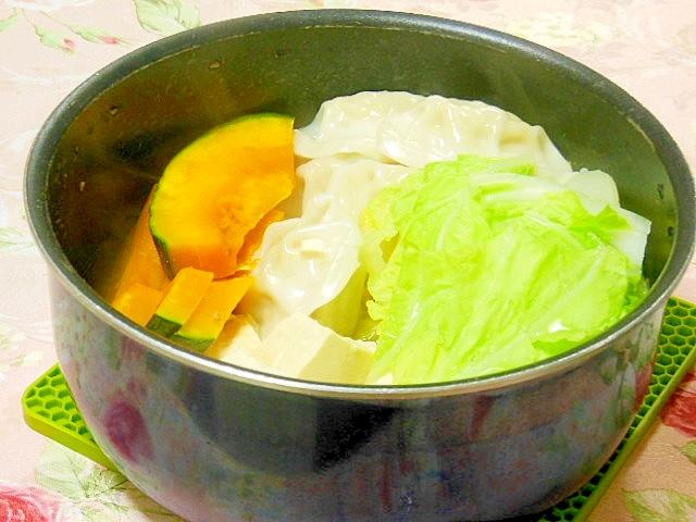 白菜&豆腐&水餃子&南瓜の簡単鍋