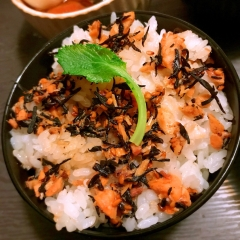 紅鮭とひじきの旨辛コチュジャン混ぜご飯
