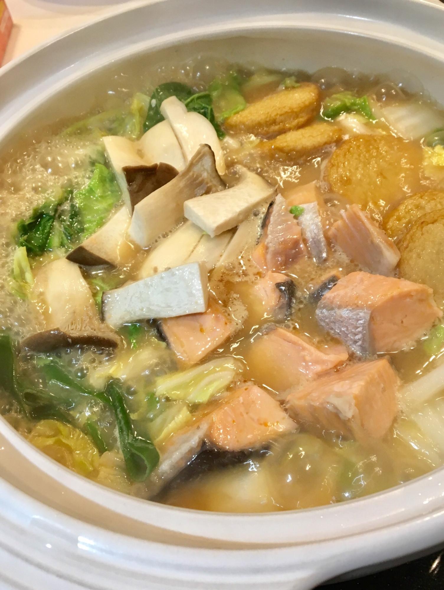 鮭と野菜たっぷり♡簡単石狩鍋
