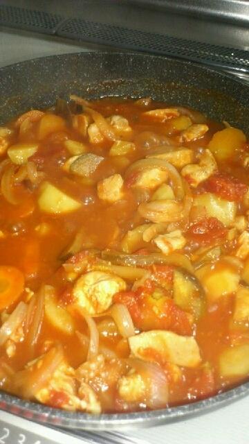 鶏と茄子のトマト煮込み♪