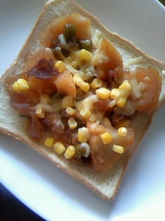 肉じゃが&バターコーン☆チーズのせトースト