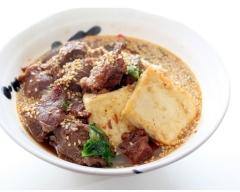 仔牛ほほ肉と豆腐のピリ辛ごま煮