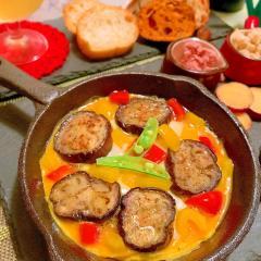 茄子マリネと彩りパプリカのスキレットチーズオムレツ