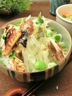 鯖とクルミと枝豆の混ぜごはん。 ~梅と玉葱を添えて