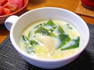 和風だしでやさしい味★豆乳わかめスープ