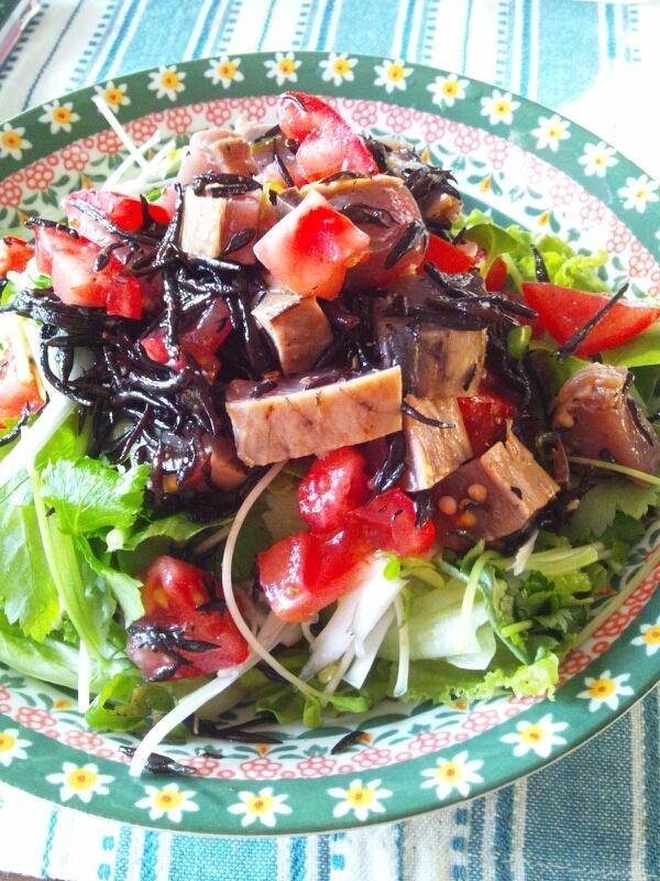 鰹たたきとひじきの豪快サラダ