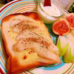 洋梨の黒胡椒*蜂蜜チーズトースト