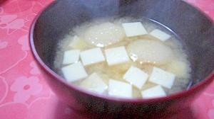 豆腐ともち麩の味噌汁