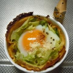 ココットで簡単クレープとレタスのすごもり卵