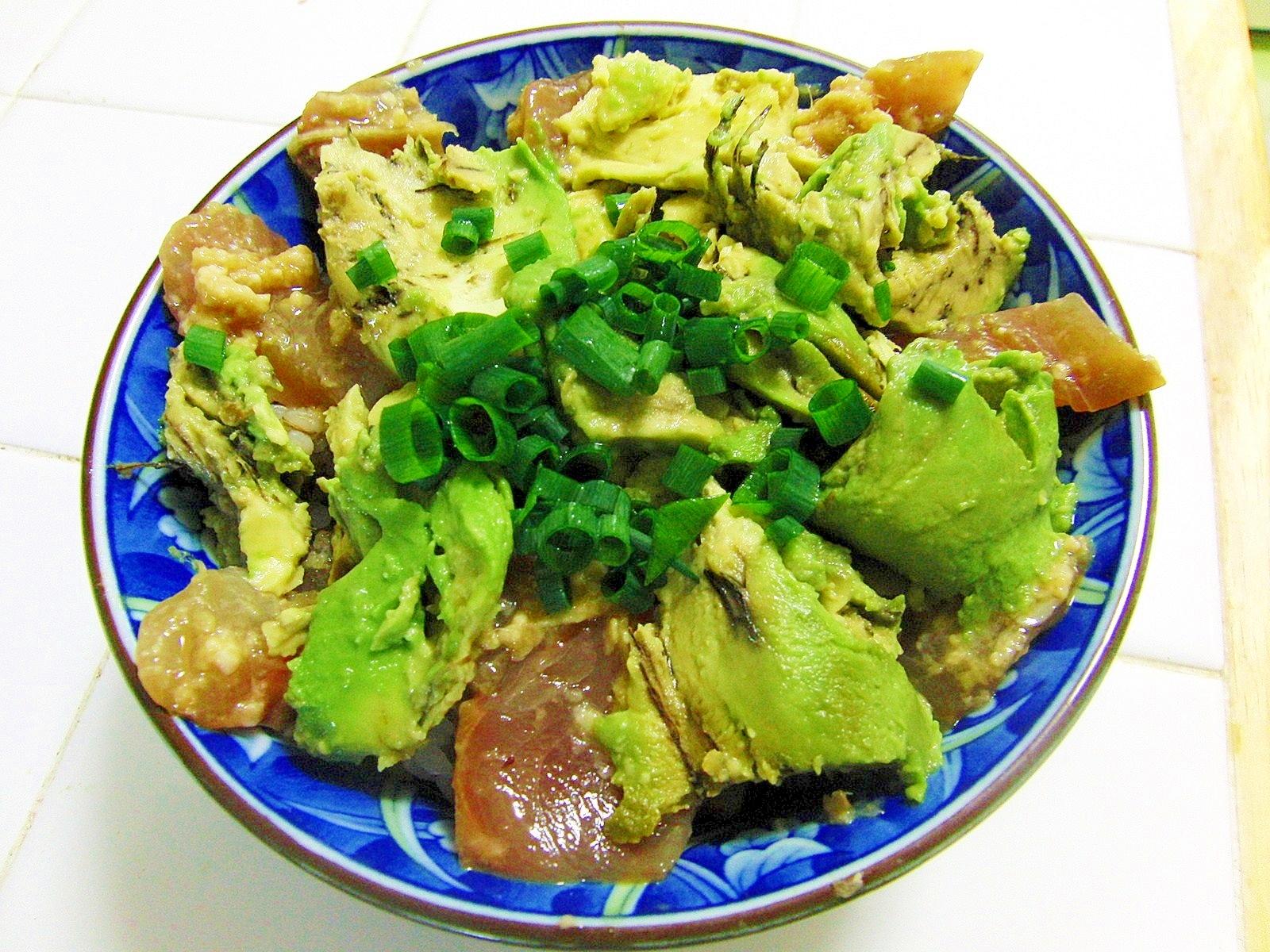 ヤズの生姜醤油麹漬けとアボカドの丼