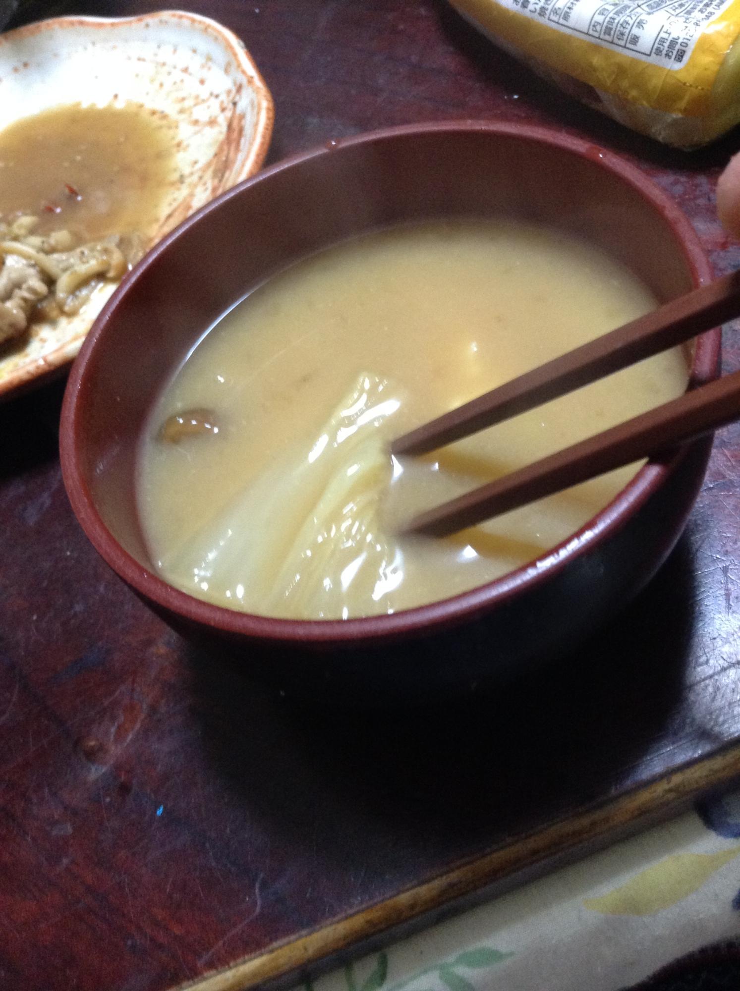 白菜となめこと菊芋の味噌汁