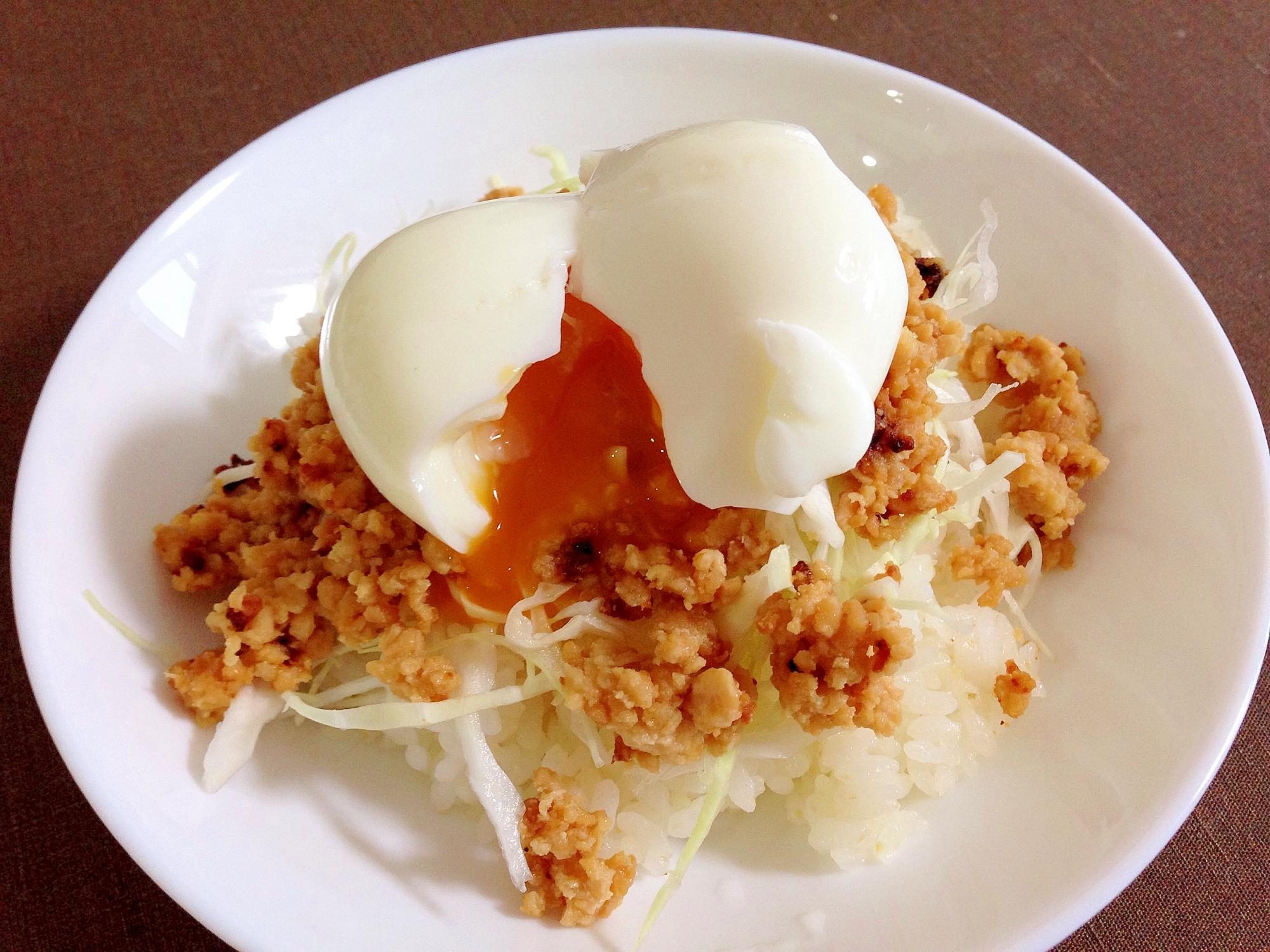 半熟卵で☆肉味噌キャベツ丼