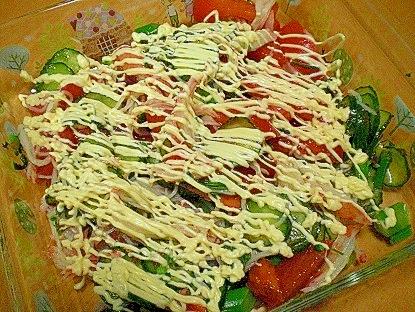 スティックセニョールとカニカマ、キュウリのサラダ