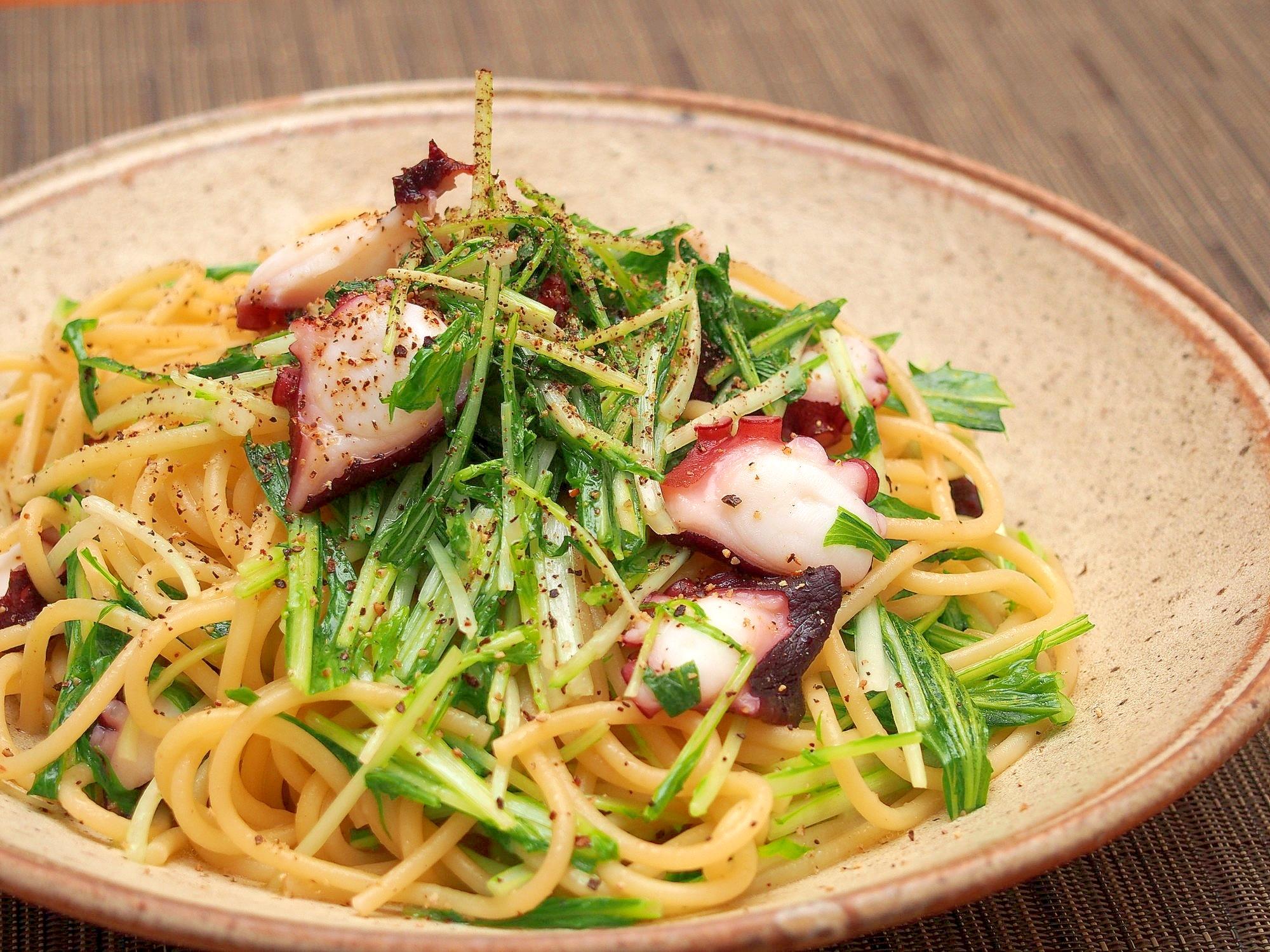4. タコと水菜のピリ辛パスタ