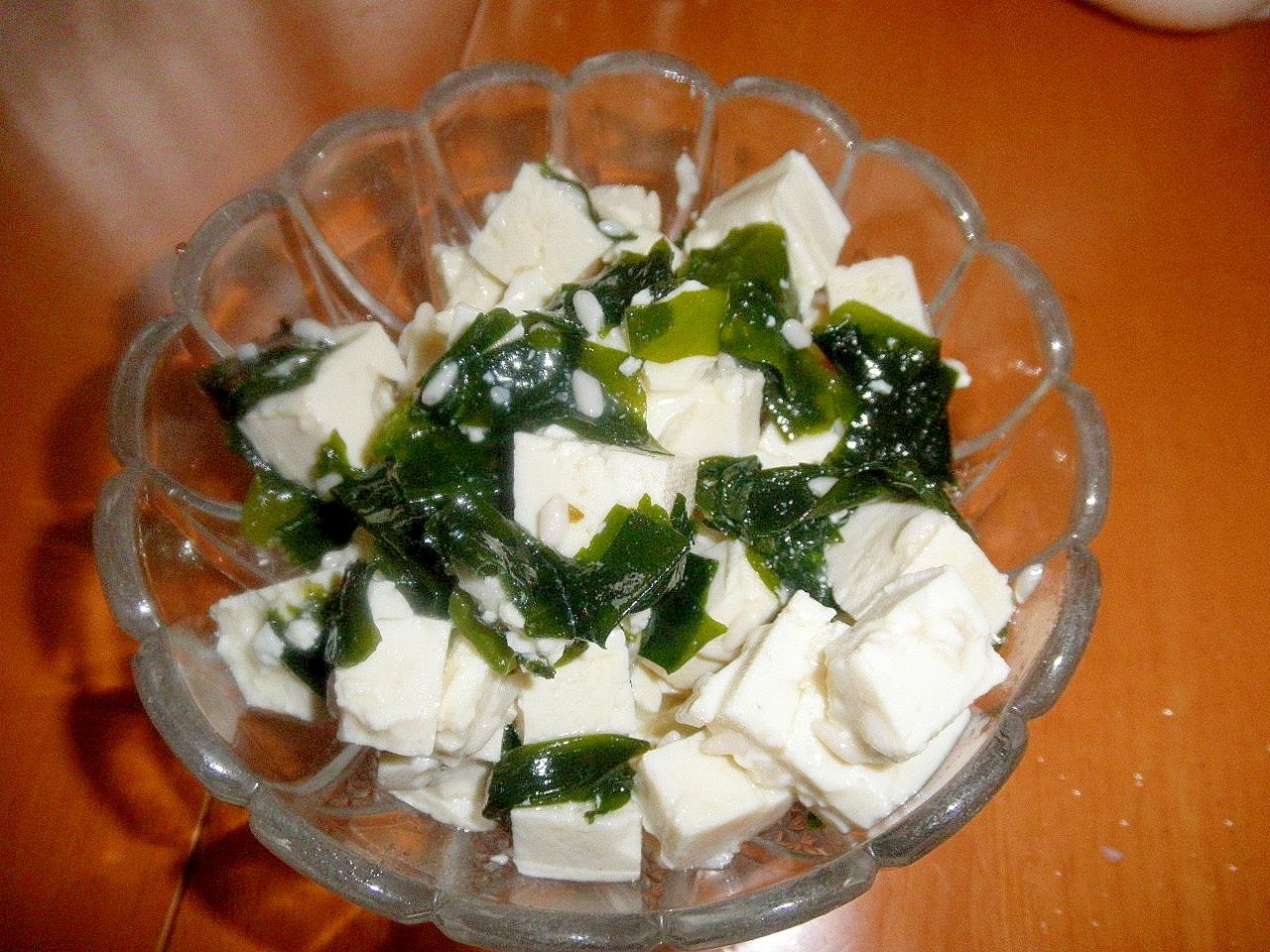 豆腐とワカメの塩麹マリネ