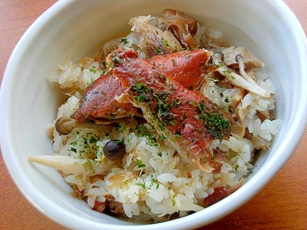 魚煮つけリメイク混ぜ炊き込みご飯♪(ぶなしめじ)