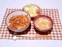 万能野菜炒めでなんちゃって牛丼☆