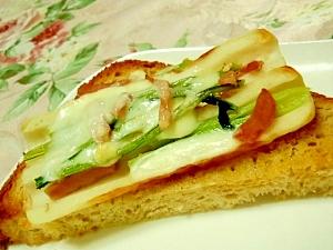 竹輪と小松菜ベーコンのトースト