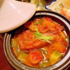 ラムチョップと下仁田葱の塩レモンケチャップタジン