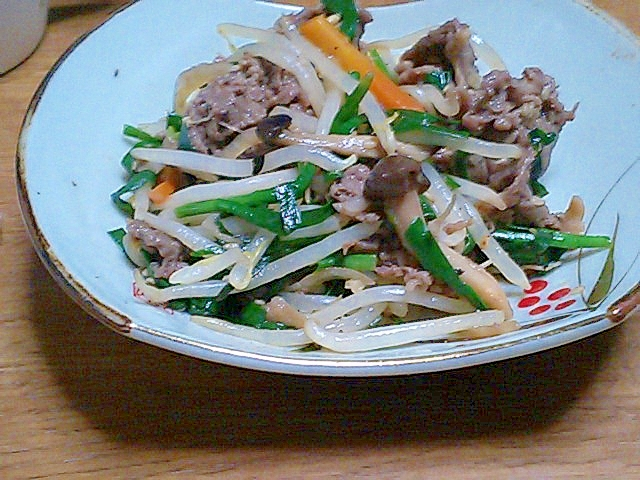 味付け簡単!ニラとモヤシと残り野菜の牛焼肉炒め