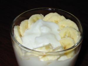 クラッシュ杏仁豆腐とバナナのヨーグルト