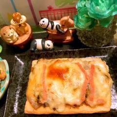 新玉ねぎと高菜漬けのラクレット京あげピザ