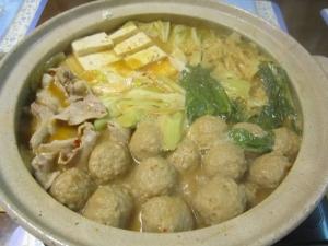 野菜たっぷり豚ばら肉と鶏団子の坦々胡麻鍋