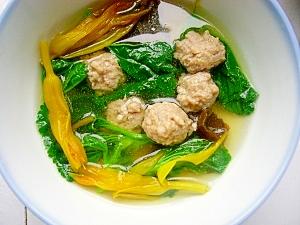 青菜、金針花入れ肉団子スープ