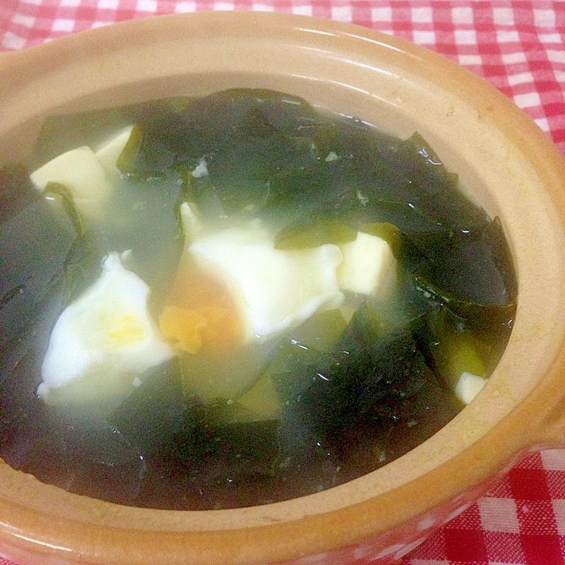 一人鍋で!わかめと卵入りの湯豆腐