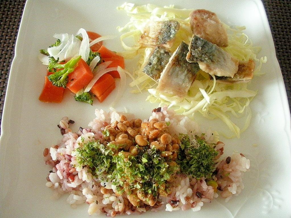 サバ竜田と雑穀納豆ごはんとゆで野菜のワンプレート♪