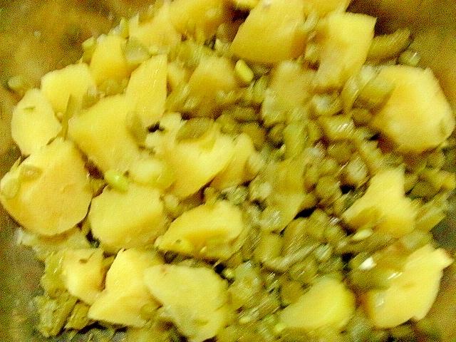 ジャガイモとレンズ豆のネギ煮