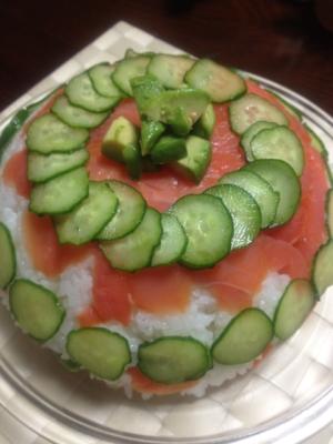 パーティーにおしゃれなサーモンのケーキ寿司