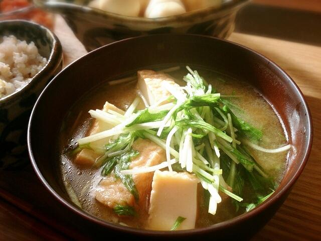 食べごたえしっかり☆厚揚げと水菜のお味噌汁