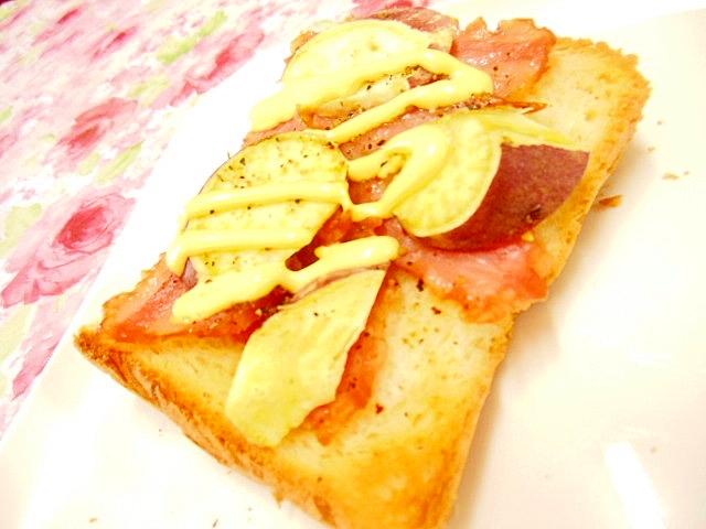 薩摩芋とベーコンの辛子ガリマヨスパイストースト
