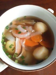 ベーコンとたっぷり野菜のコンソメスープ