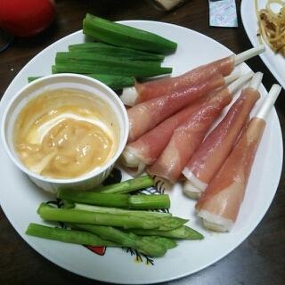 簡単。おつまみサラダ&味噌マヨディップ